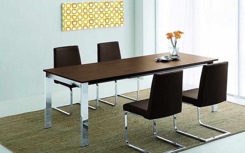 c9c777efe991e Jedálenské stoly a stoličky sa dnes už nekrčia len v malých kuchyniach, s  trendom prepojeného bývania sa im dostáva viac pozornosti.